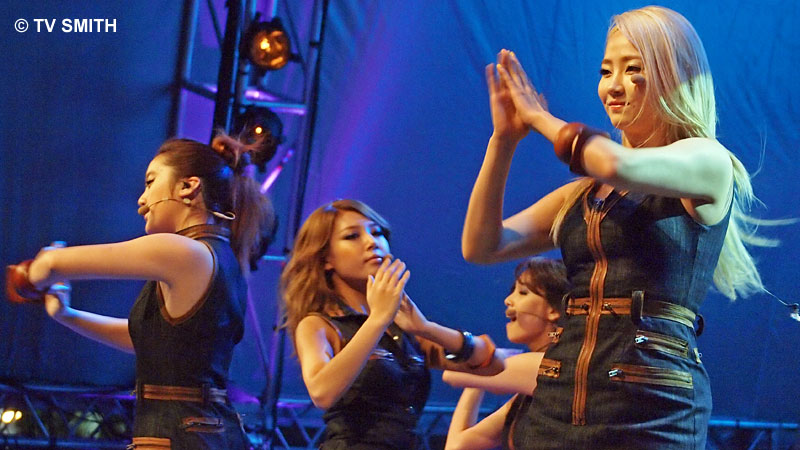 Wonder Girls - Olympus E-PL2, ISO 2000, f5, 1/160 sec