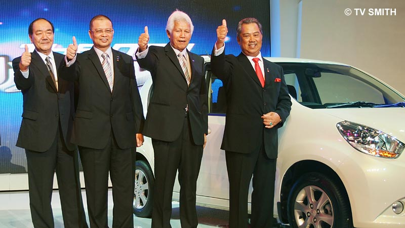 Thumbs-Up all round by the VIPs