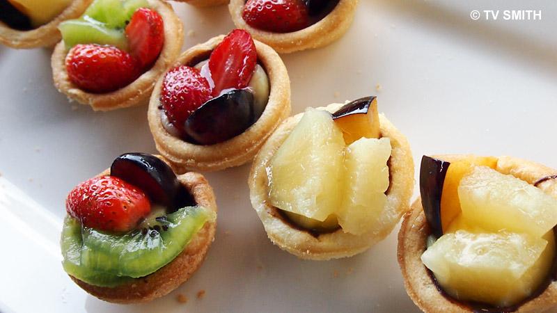Olympus always serves photogenic desserts :) Olympus E-P3 ISO 500, f10, 1/60 sec