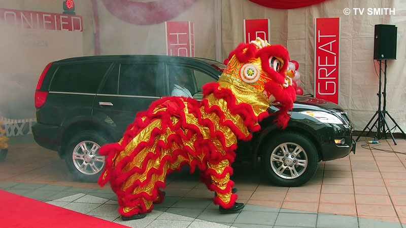 GWM Haval H 5 rolls in with a lion