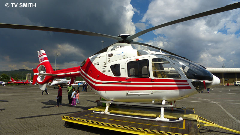 Static display on the tarmac with the wide attachment