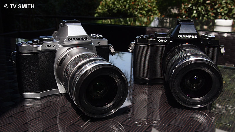 The new Olympus OM-D (E-M5) in 2 colours