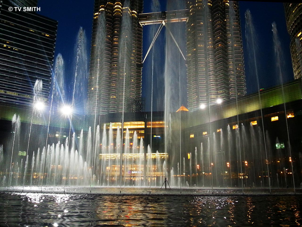 KLCC's Musical Fountain photograped with the Galaxy S3