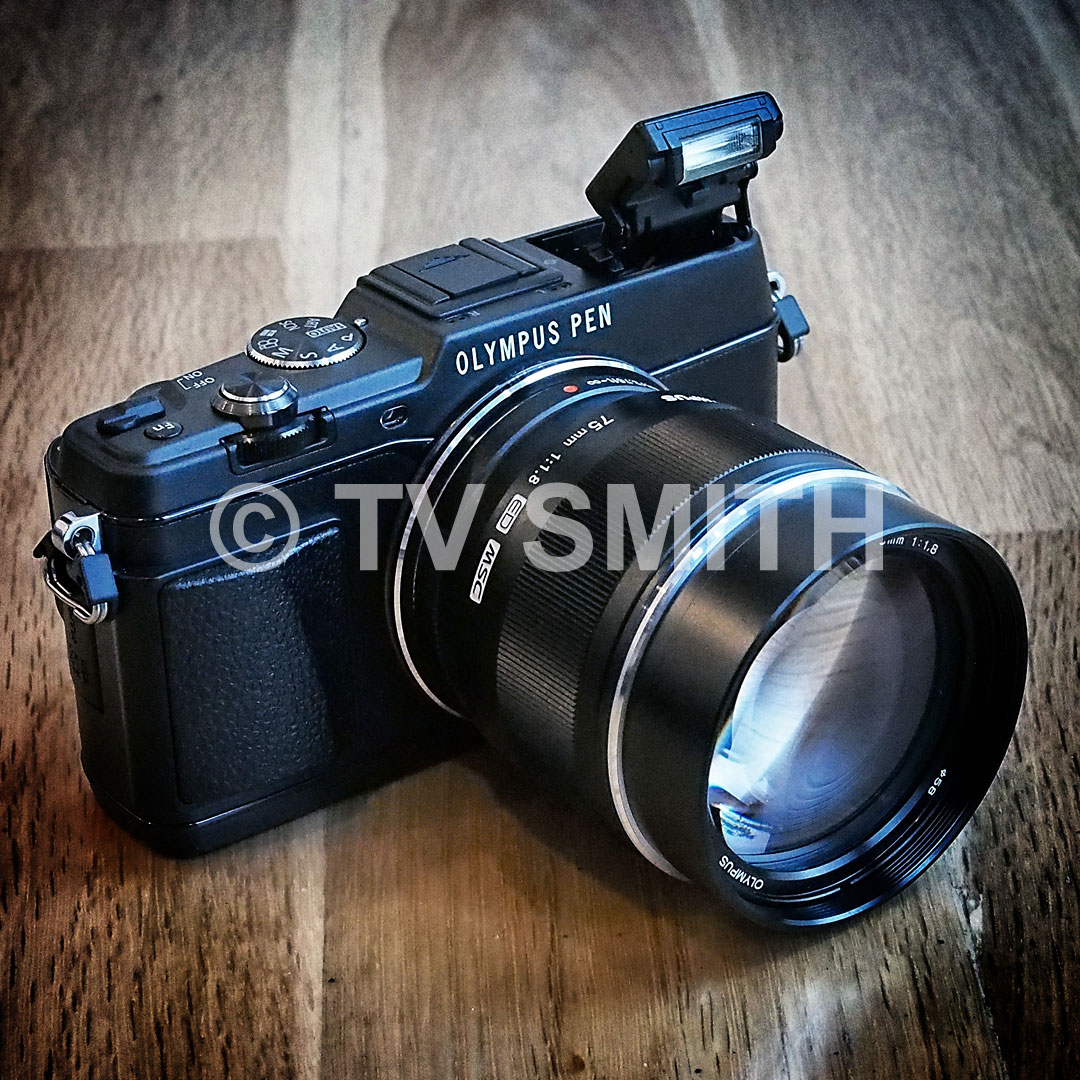 Olympus Pen E-P5 black with the new black 75mm lens